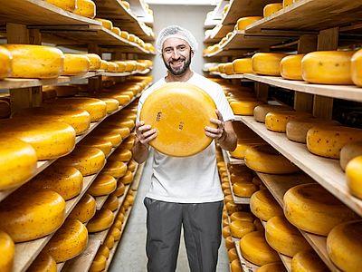 Emilia Romagna Food Classics: Parmigiano, Balsamico and Prosciutto Private Day Trip