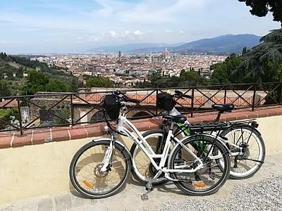 Florence E-bike Panoramic Private Tour with Aperitif