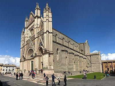 Upgrade to Rome by Private Transfer with a Stop in Orvieto