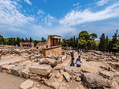 Knossos Palace, Archaeological Museum, and City Food Private Tour