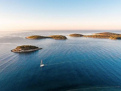 Pakleni Islands and Southern Coast of Hvar Private Speedboat Tour