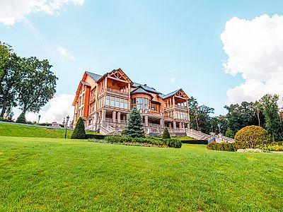 Mezhyhirya (Former Presidential Residence) Private Tour