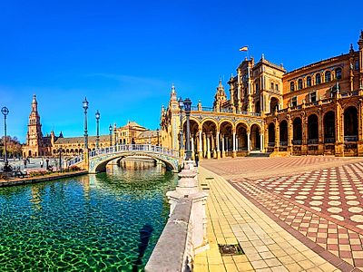 Upgrade to Seville by Private Transfer with a stop in Cordoba
