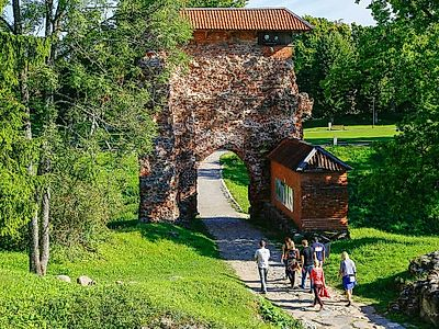 Upgrade to Tartu by Private Transfer with a stop in Viljandi