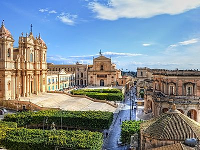 Siracusa By Private Transfer with Stops in Modica and Noto