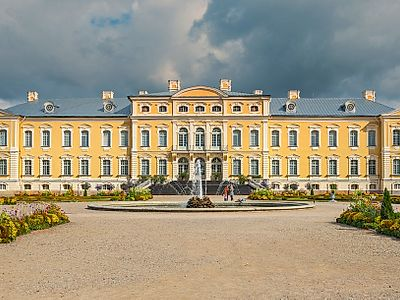 Vilnius by Private Transfer with Stops at Rundale Palace and Hill of Crosses
