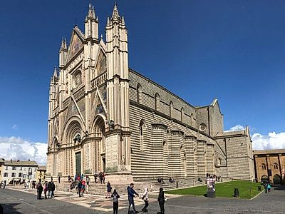 Upgrade to Bologna by Private Transfer with a stop in Orvieto