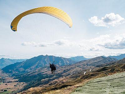 Tandem Flights over the Tbilisi Sea