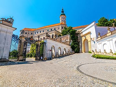 Prague by Private Transfer with a Stop in Mikulov