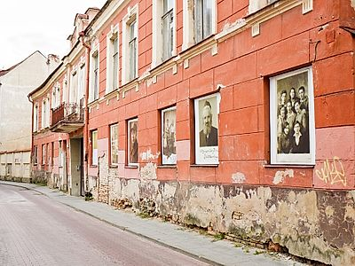 Vilnius Private Jewish Driving and Walking Tour